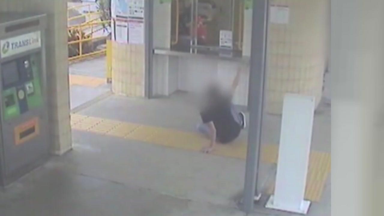 [영상] 지하철역 취객 '천태만상' 이 정도일 줄이야...