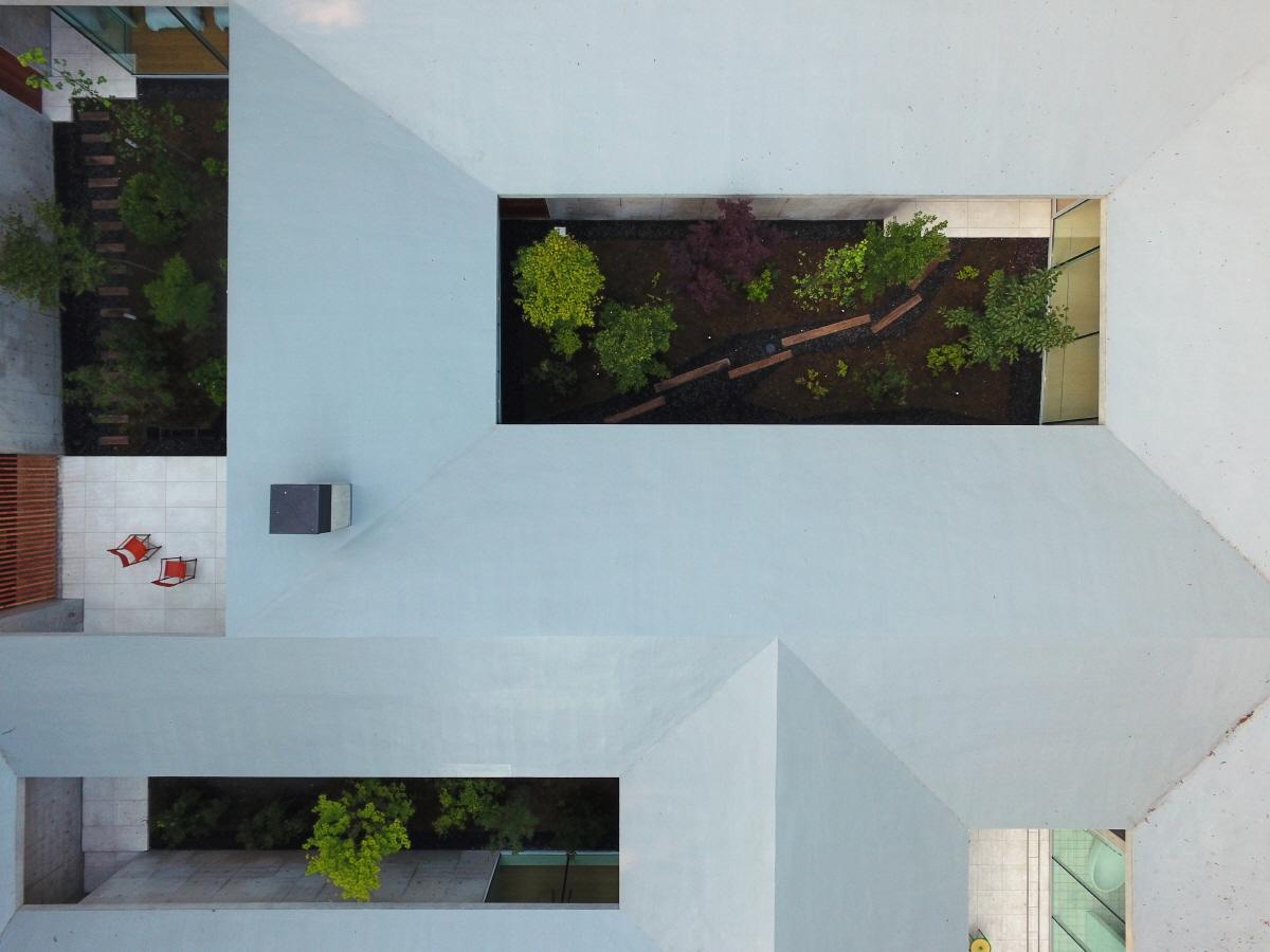 〔안정원의 건축 칼럼〕 빛과 그림자, 바람의 흐름이 공간 속에 살포시 녹아든 집 2
