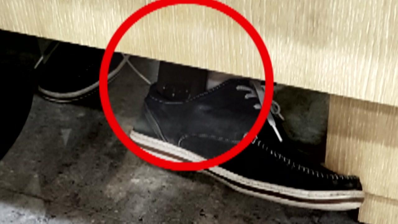 신발 속 휴대전화...SKT 대리점 점장이 고객 몰카