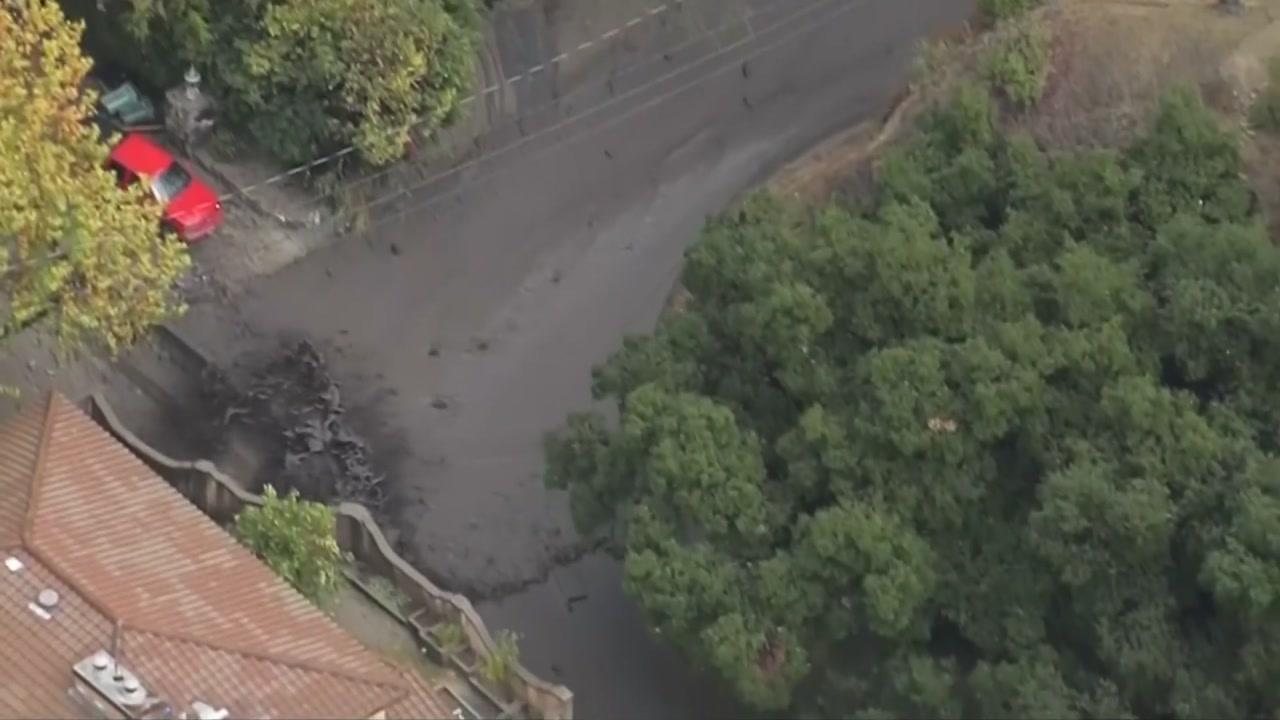 [영상] 진흙더미 파도, 캘리포니아주 남부도시 휩쓸어