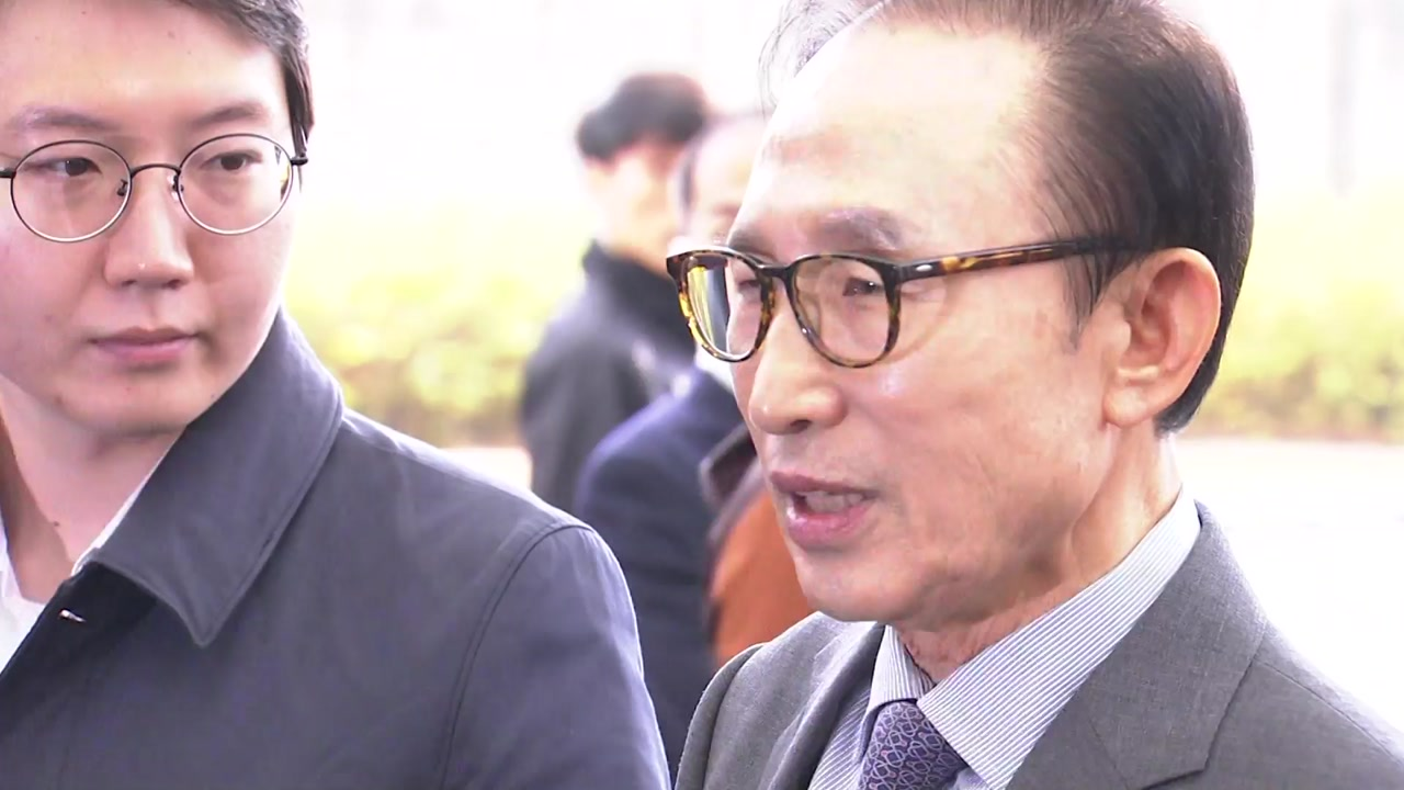 """민주당 """"MB가 직접 진실 밝혀야""""...한국당은 침묵"""