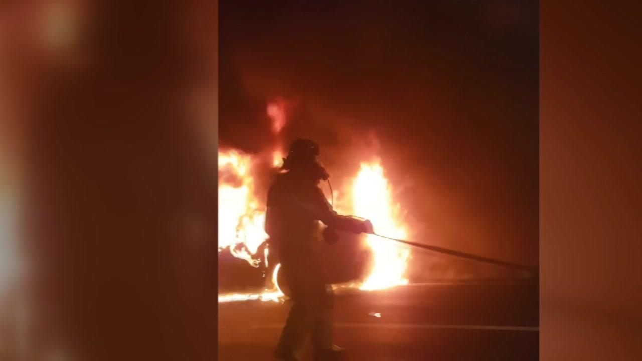 달리던 승용차에서 불...운전자 대피