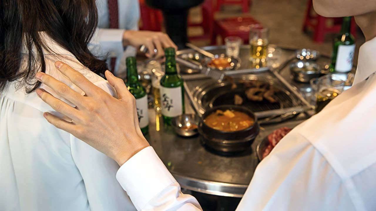 """""""예뻐지려 술 안 마시나"""" 성희롱 교장 징계"""