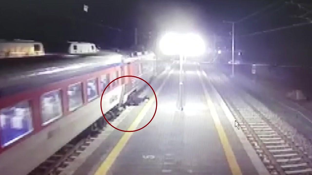 [단독] 모녀 내리는 데 문 닫으면서 출발한 무궁화호 열차