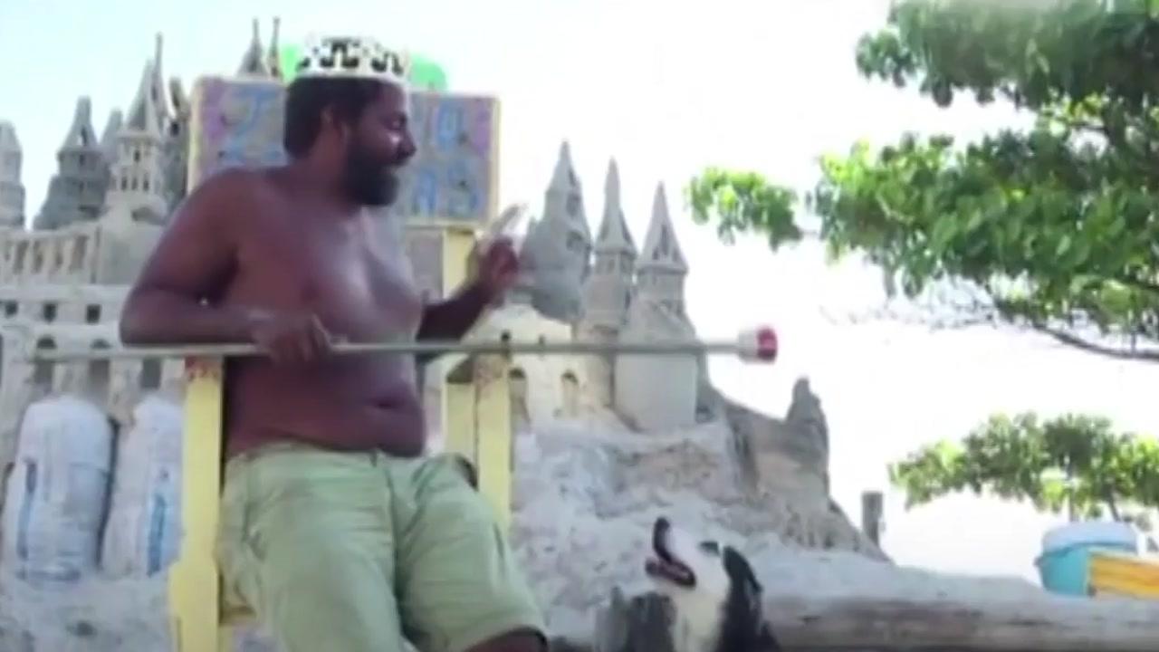 [지구촌생생영상] '모래성에선 내가 왕'...22년간 해변에서 혼자 산 남성