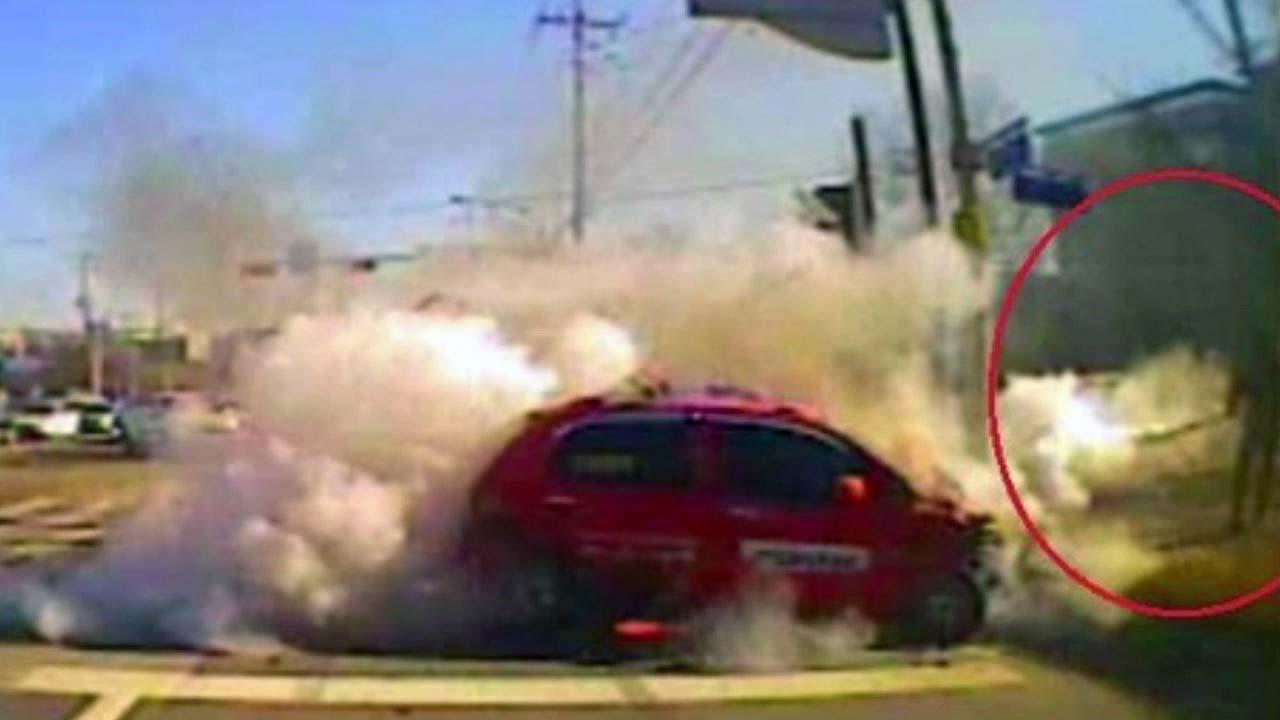 [좋은뉴스] 불구덩이 차량에 뛰어들어 운전자 구한 버스 기사