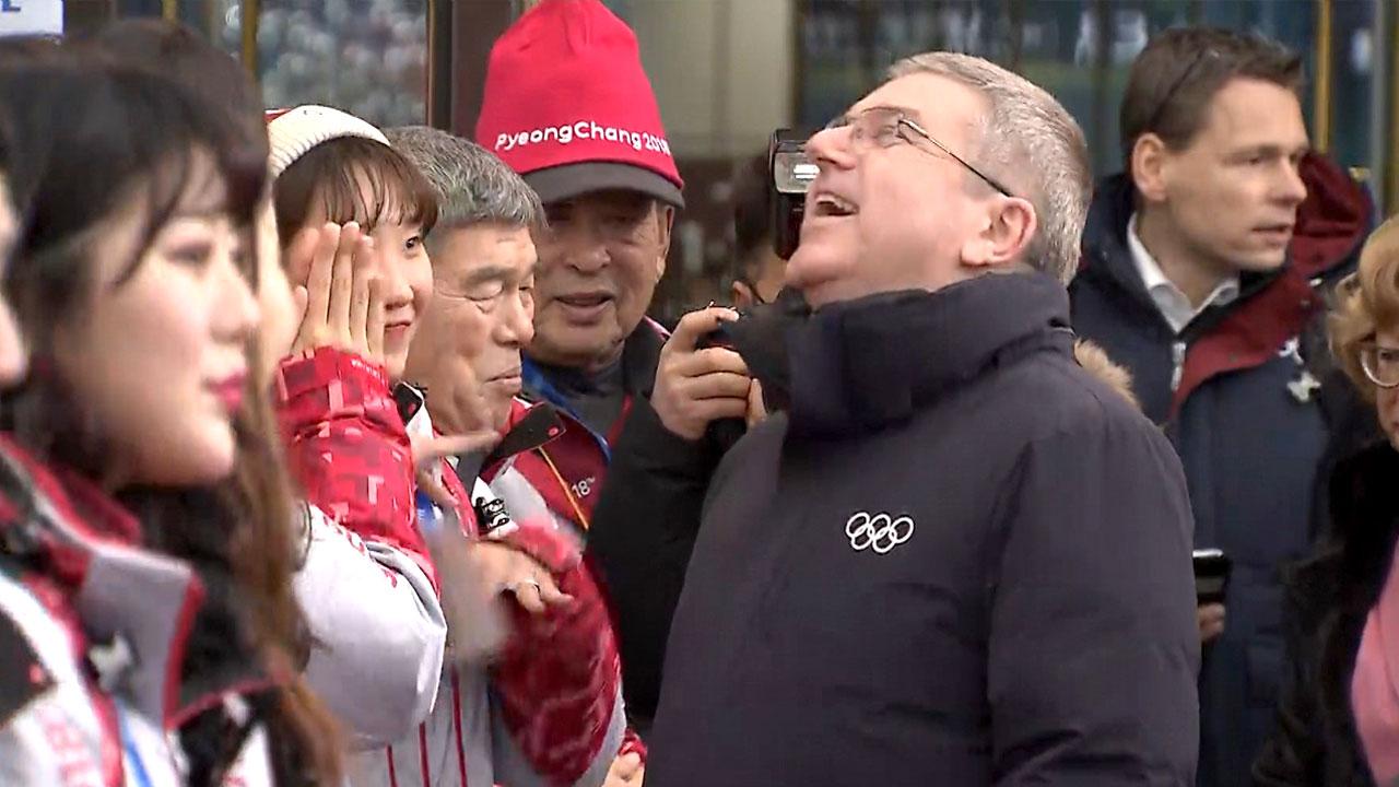 """바흐 IOC 위원장 방한 """"단일팀 생일파티는 올림픽 정신"""""""