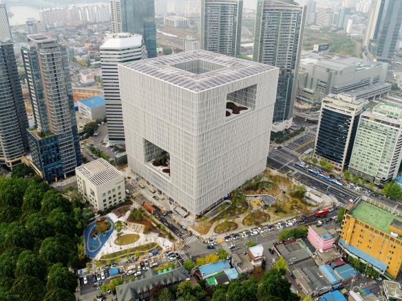 〔안정원의 디자인 칼럼〕 아모레퍼시픽 신 본사의 건강한 건축 공간 들여다보기 2