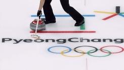 여자 컬링, 세계최강 캐나다 제압하고 첫 승