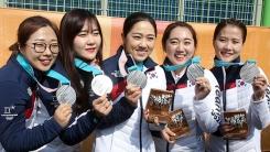 드디어 휴대전화 켠 여자 컬링팀 선수들이 보인 반응