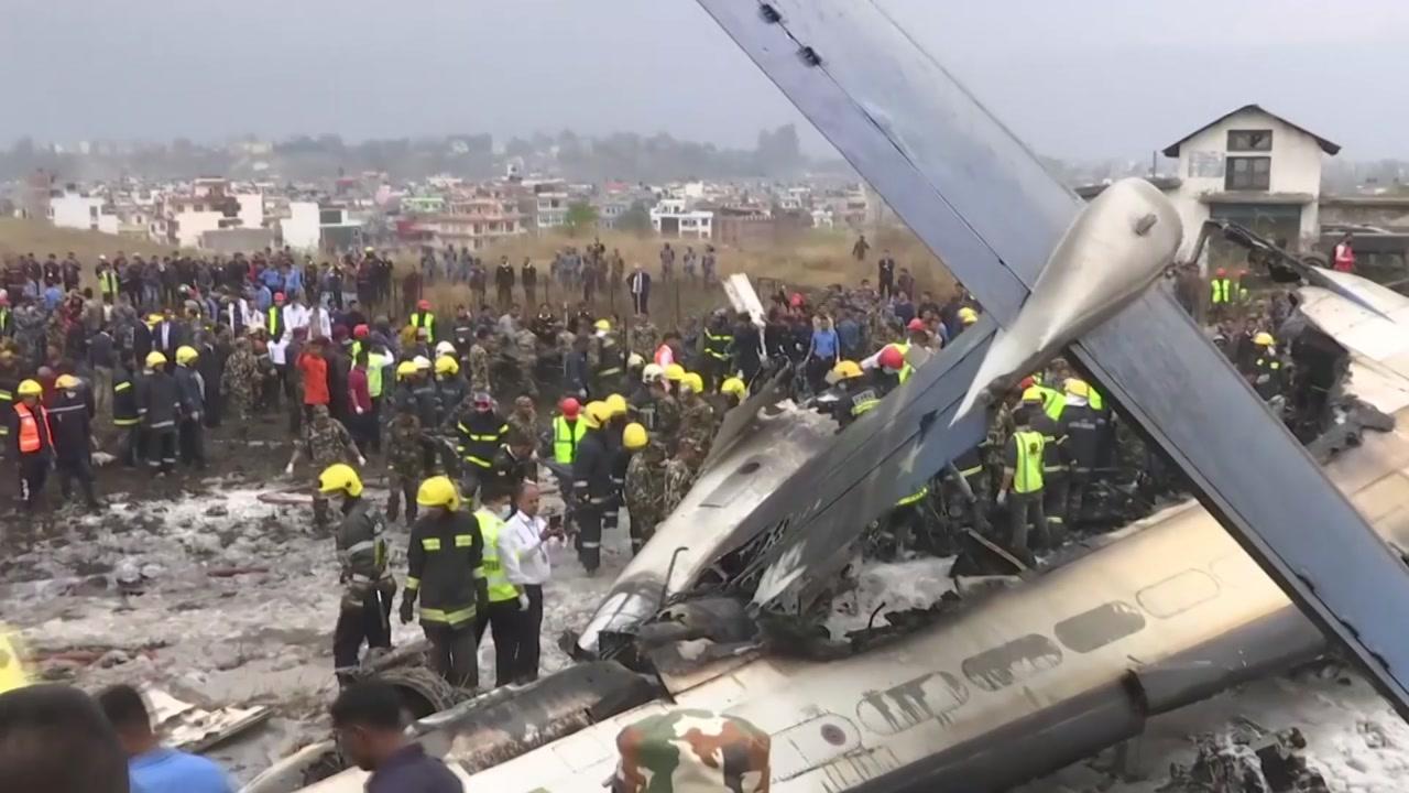 """71명 탄 방글라 여객기 착륙중 추락...""""최소 50명 사망"""""""