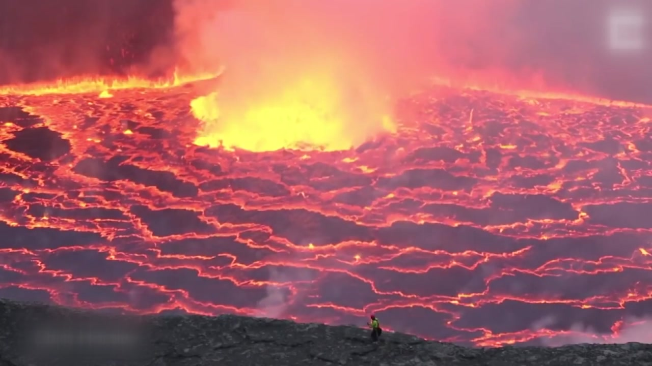 목숨 걸고 '용암' 코앞까지 다가간 화산탐험대