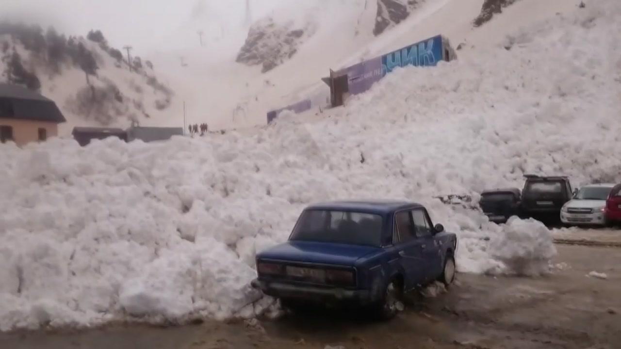 [지구촌생생영상] 러시아 산사태...주차장을 덮친 눈 폭탄