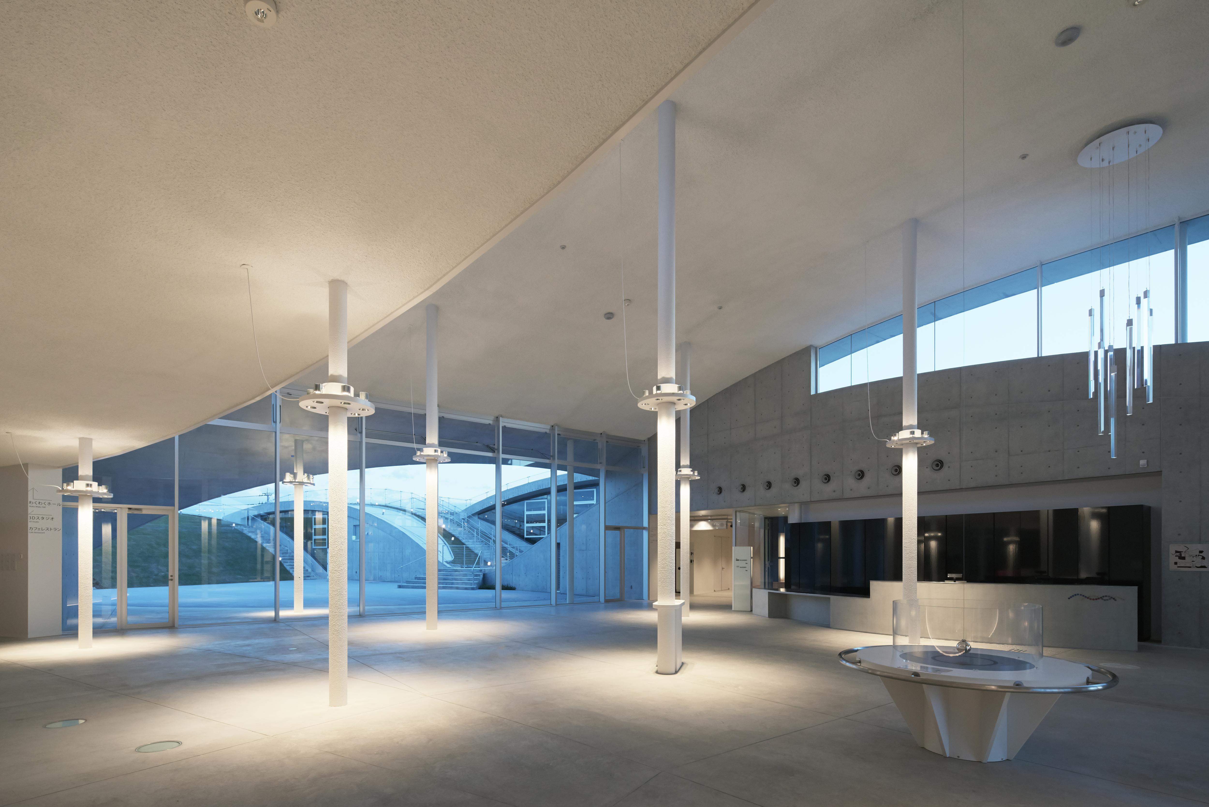〔안정원의 건축 칼럼〕 경관과 통합하는 풍경화된 건축의 역동적이면서 실험적인 디자인 3