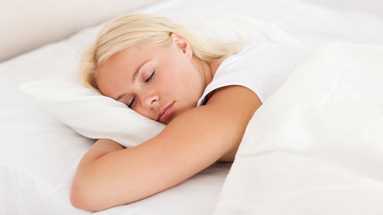 '잠이 보약' 숙면 돕는 질환별 수면 자세는?
