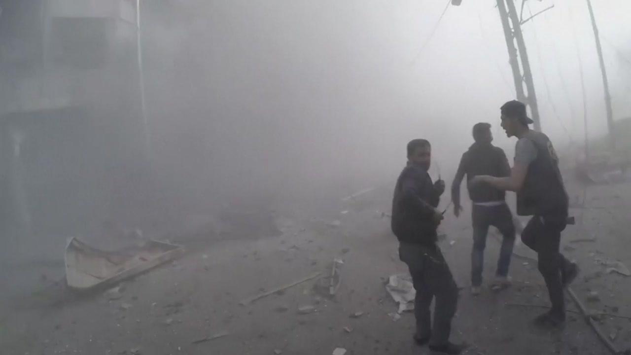 """시리아군, 미국 공습 하루 만에 또 맹폭...""""민간인 지역 포함"""""""
