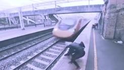 홧김에 선로로 뛰어든 청년...몸 던져 구해낸 여성
