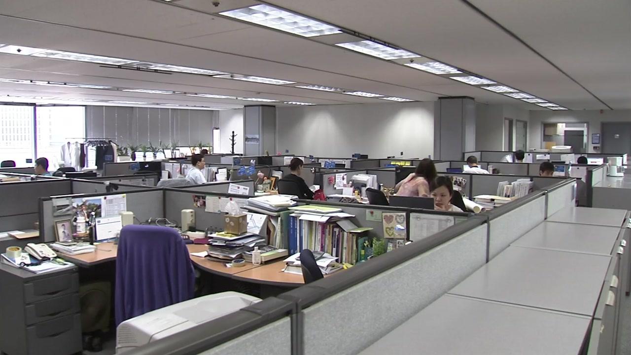 취업자 증가 폭 석 달째 10만 명대 '고용 쇼크'