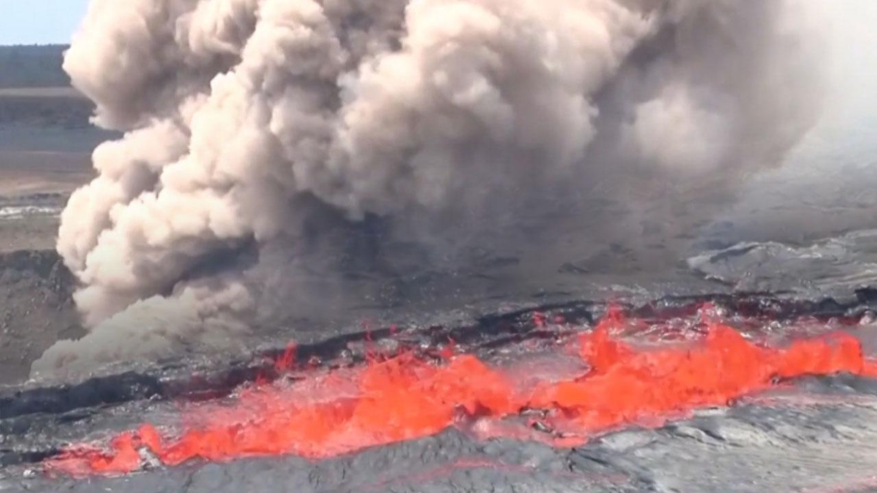 하와이 화산 가스 분출...9천 미터 치솟아