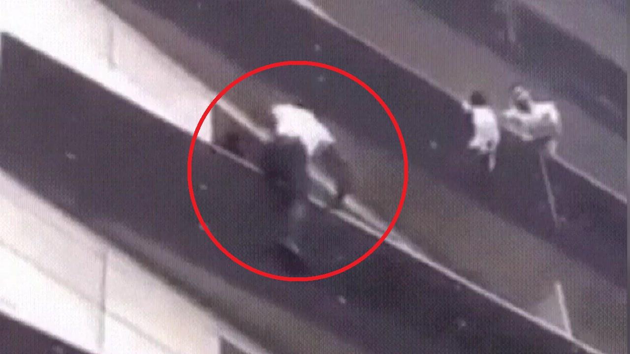 [영상] 5층 난간에 매달린 아이 구한 '파리의 스파이더맨'