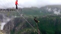 [지구촌생생영상] 보기만 해도 '아찔'...1,000m 절벽에서 뛰어내린 남성