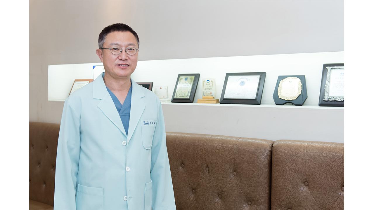 """[헬스플러스라이프] """"치아건강 중요성, 시민들에 직접 알린다"""" 이상복 서울특별시치과의사회장"""