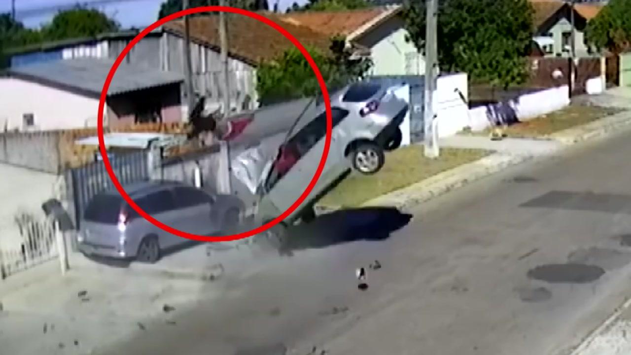 [영상] '절도 차량 대형사고'...참극 빚어질 뻔