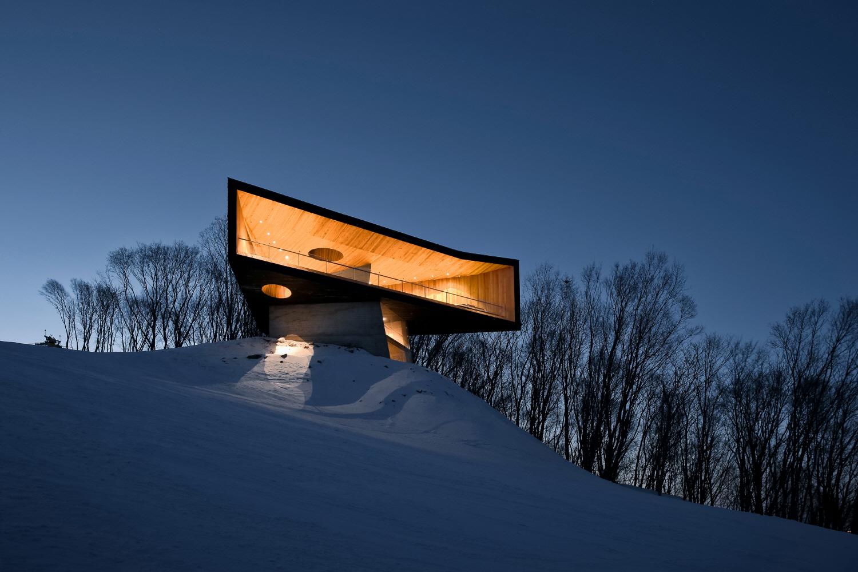 〔안정원의 건축 칼럼〕 숲의 경계에서 수평적 조망성을 극대화하고 이색적인 전망 플랫폼 3