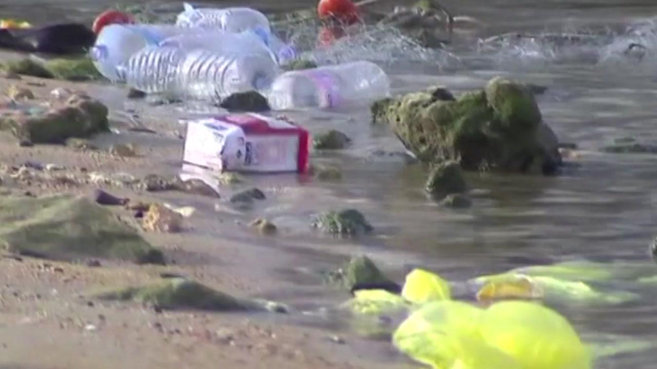 바다 위 플라스틱...'거대 쓰레받기'로 없앤다