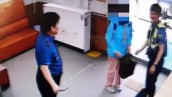 [좋은뉴스] 할머니와 경찰의 귀여운 실랑이...이유는?