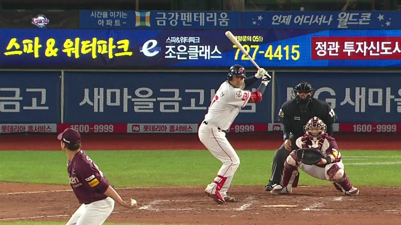 채태인, 친정 상대 만루포...롯데, 6점 차 뒤집기
