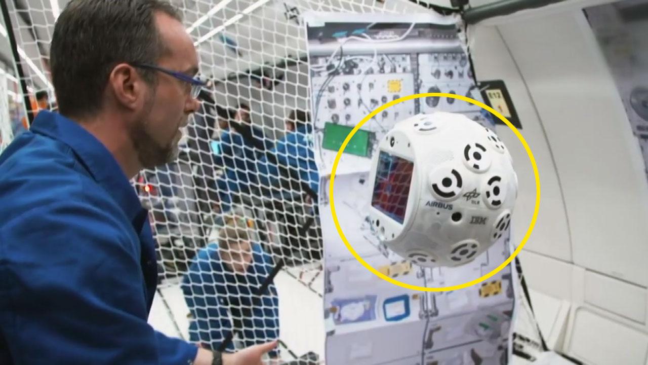 우주인 도우미 '인공지능 로봇'...국제우주정거장을 누비다