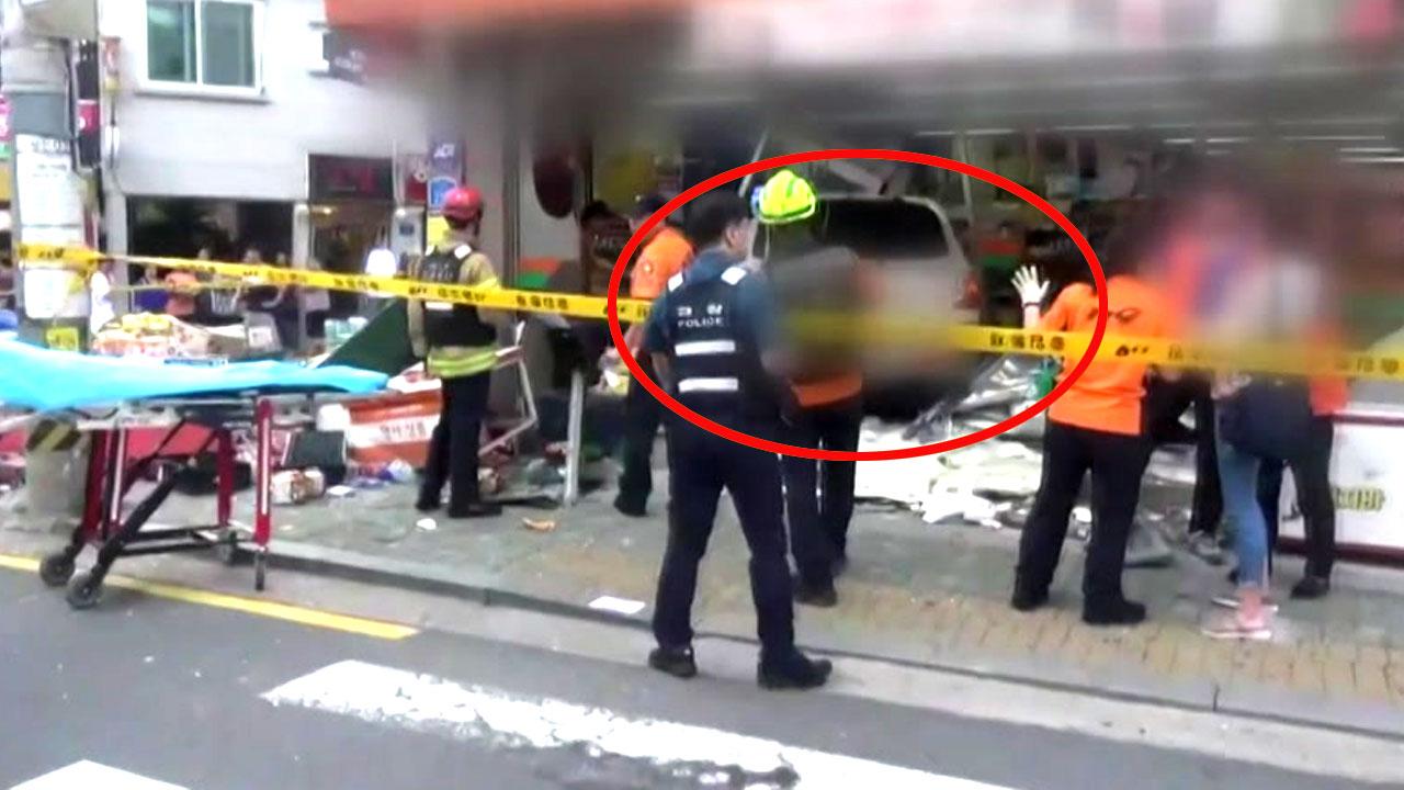 70대 운전자 상가 '돌진'...2명 사망·7명 부상