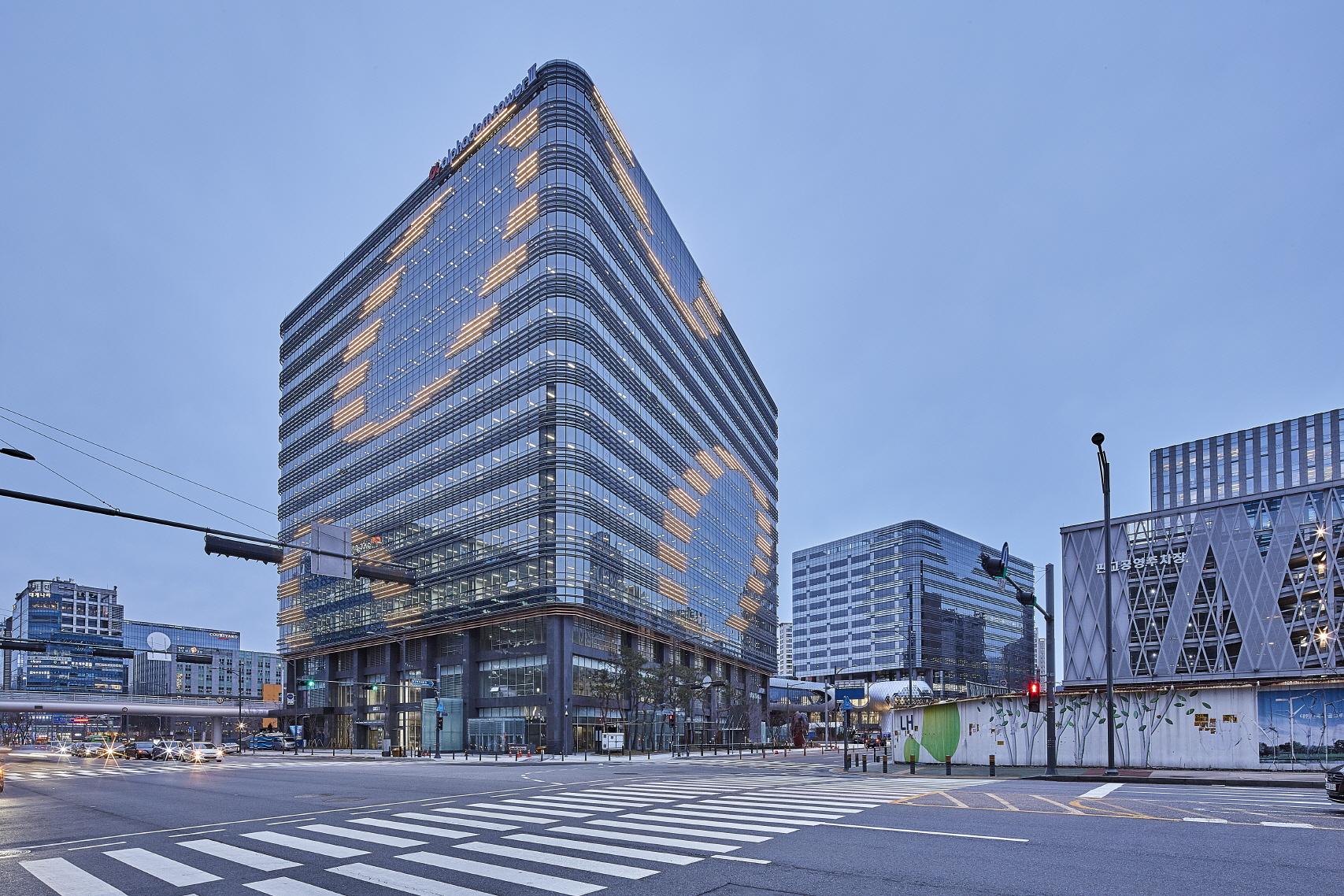 〔안정원의 건축 칼럼〕 판교 핵심지역으로 성장하는 대표적인 업무판매시설, 알파돔타워 3,4