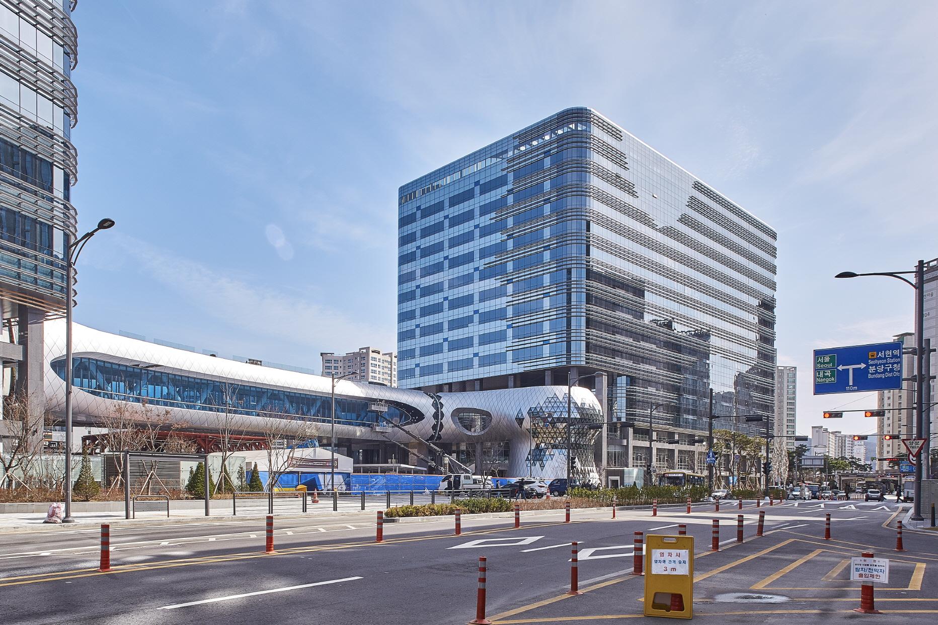 〔안정원의 건축 칼럼〕 판교 핵심지역으로 성장하는 대표적인 업무와 판매시설, 알파돔타워