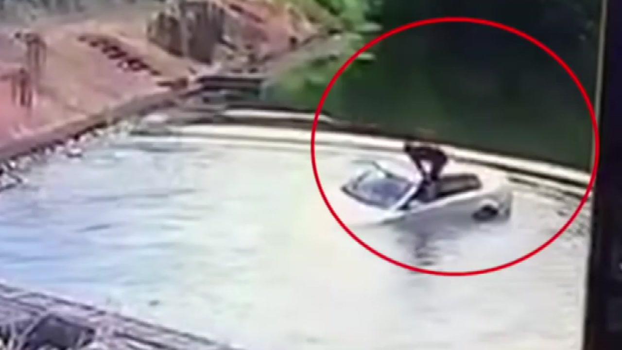 [영상] 잠깐 착각한 사이에...저수지에 빠진 승용차 '아찔'