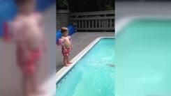 [영상] '다이빙이 제일 쉬웠어요'...2살 아기의 배치기