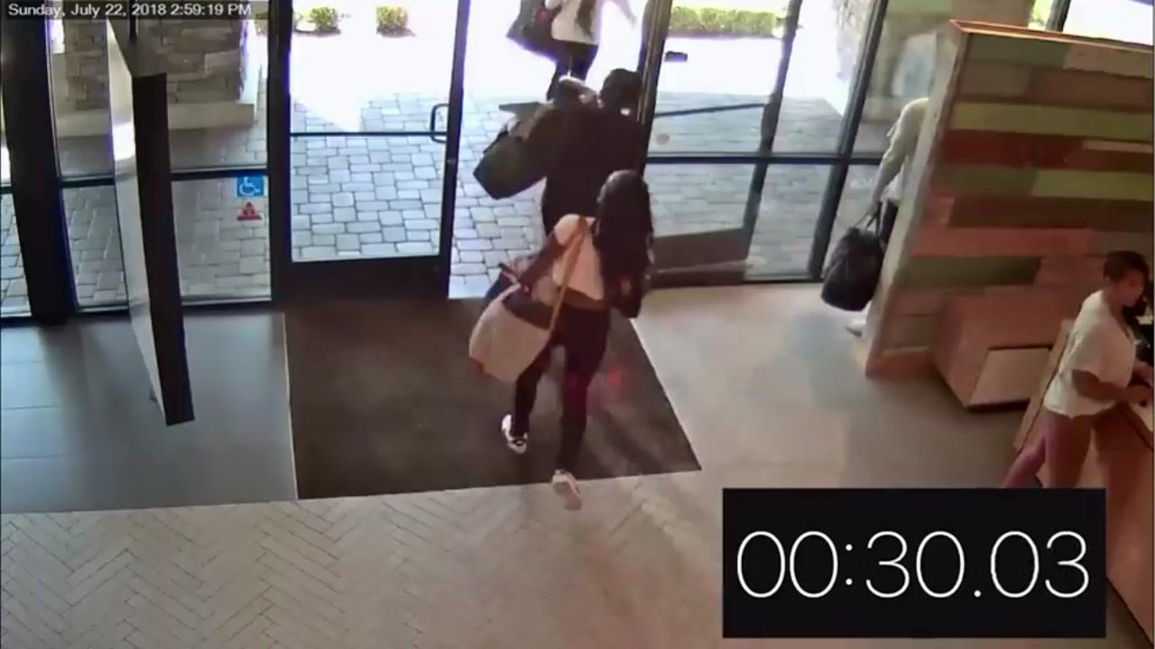 [영상] '30초 도둑' 극성...요가 용품 가게 털어