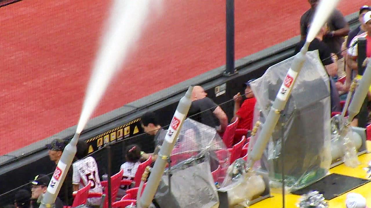 무더위 날리는 야구장 물대포, 야구 선진국 일본도 관심