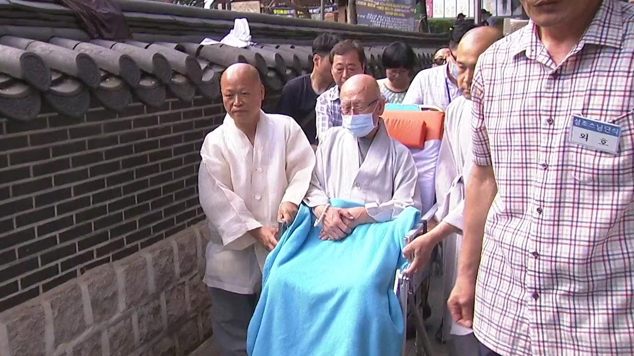 설조 스님, 40일 만에 단식 일시 중단...병원 응급실 이송