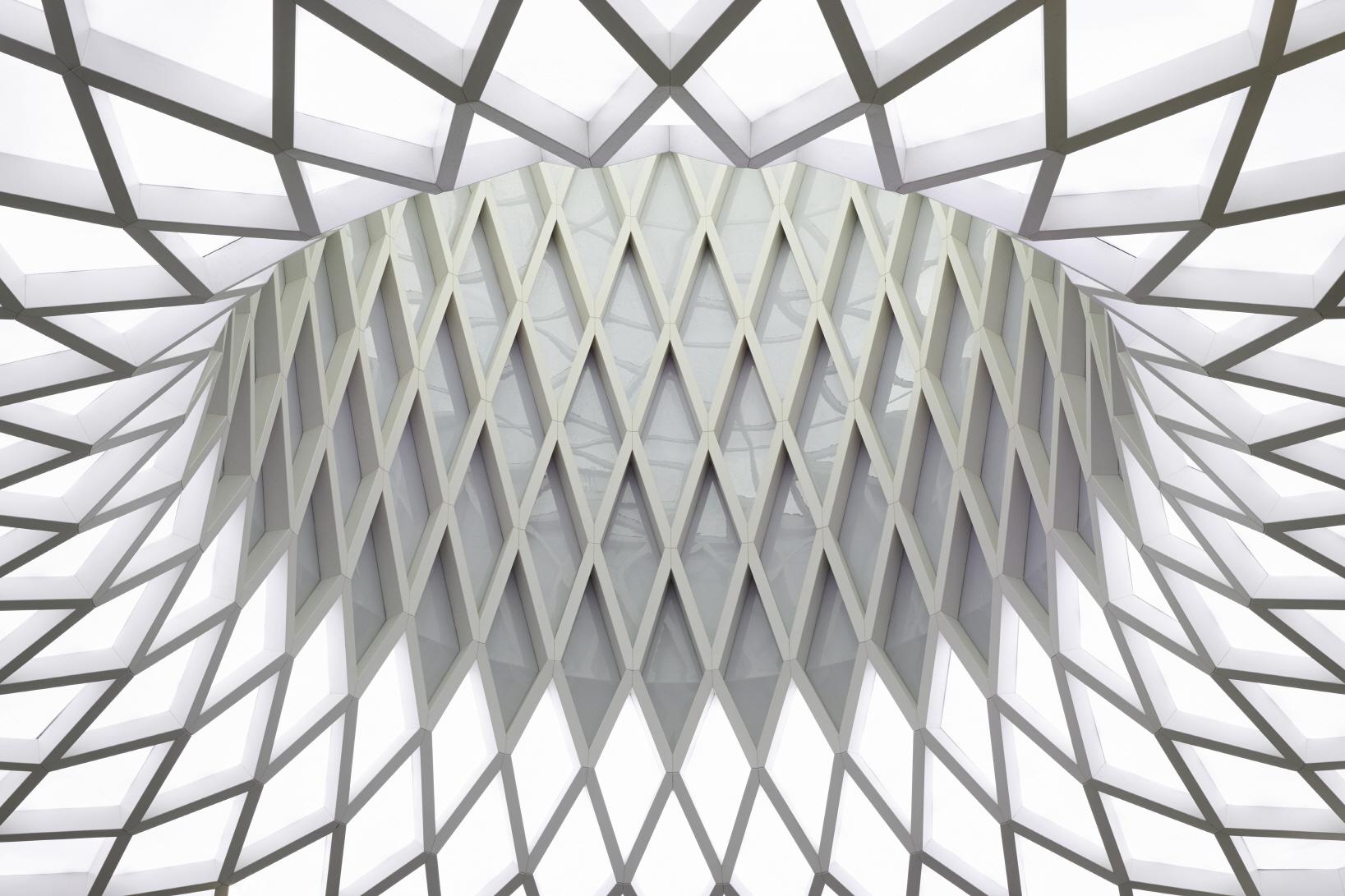 〔안정원의 건축 칼럼〕 지역의 맥락성을 고려한 입체적인 파사드와 다이어그리드 패턴 공간 1