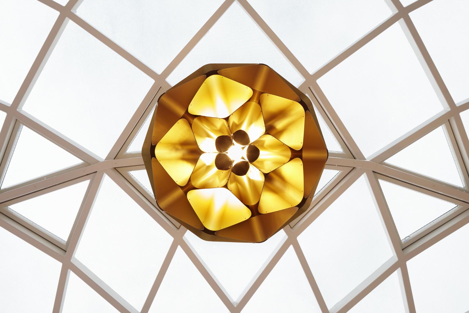 〔안정원의 건축 칼럼〕 지역의 맥락성을 고려한 입체적인 파사드와 다이어그리드 패턴 공간 4