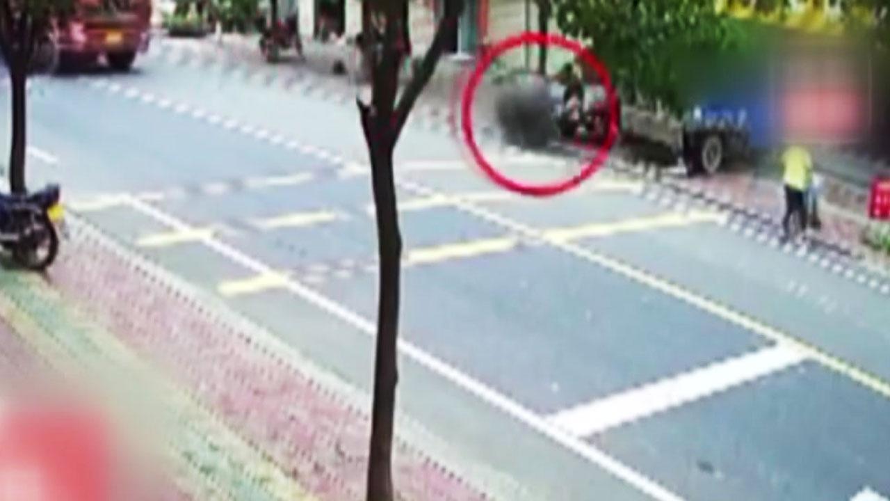 [영상] 일가족 3명 덮친 '덤프트럭 바퀴'