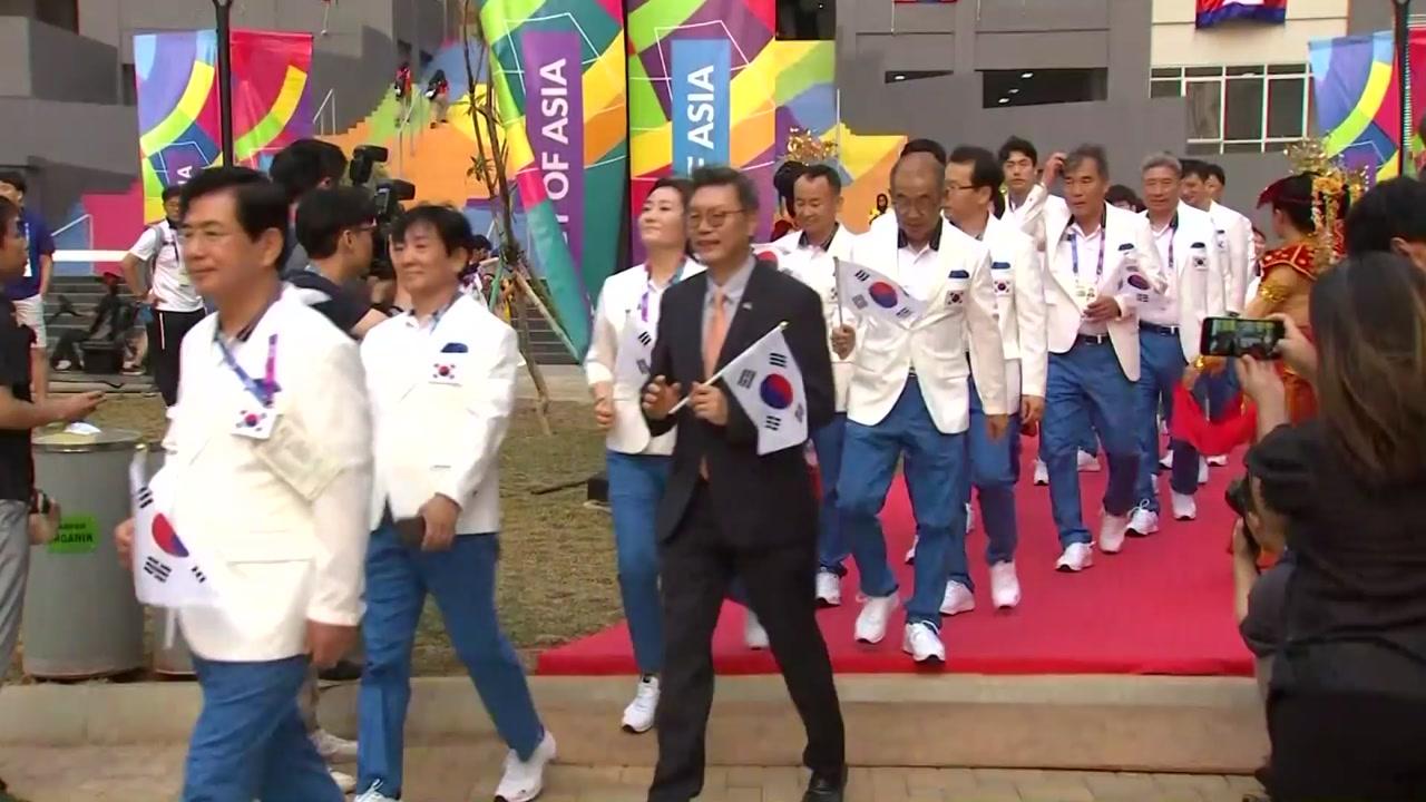 """남북선수단 공식 입촌 """"단합된 힘 과시하자"""""""