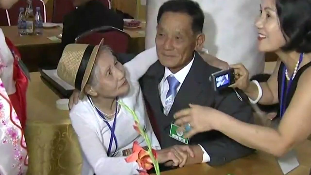 '드디어 만났다'...68년 만의 재회