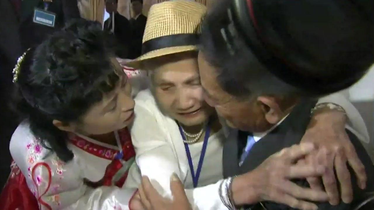 65년의 그리움...눈물바다 된 상봉장