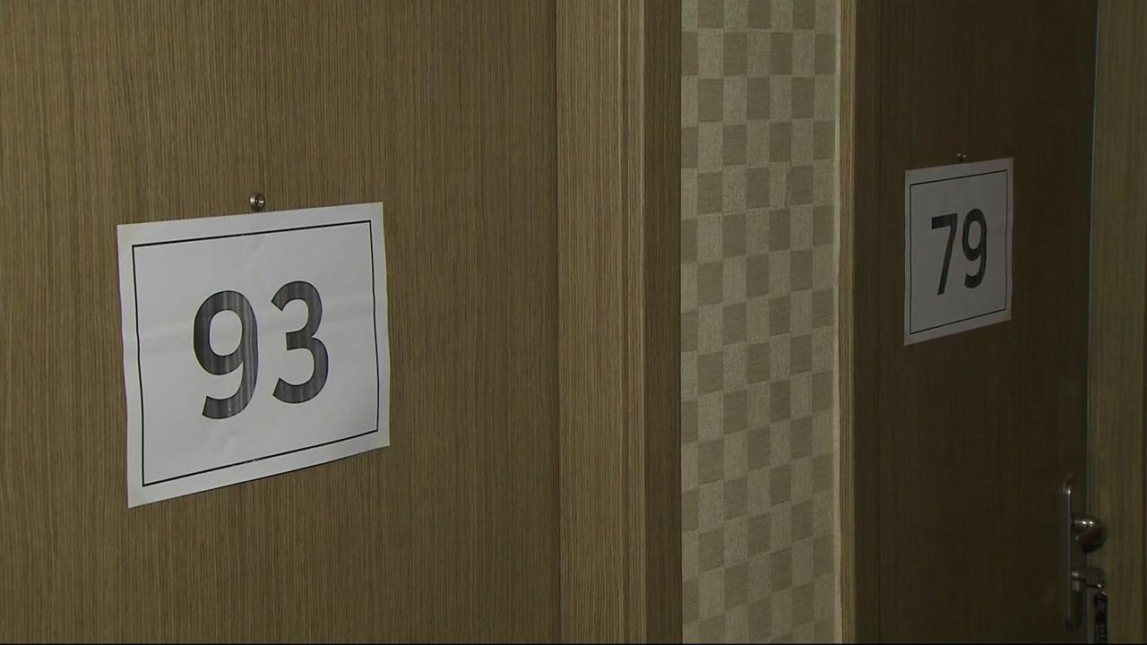 """""""자유롭고 좋다""""...상봉 이틀째, 이산가족 객실서 개별상봉"""