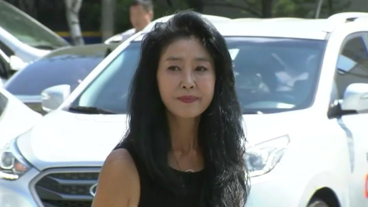 '여배우 스캔들' 논란...김부선 경찰 출석