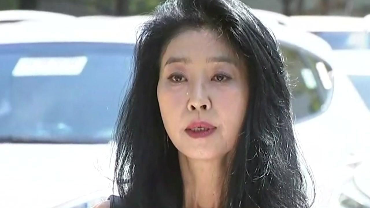 김부선 경찰 출석...30분 만에 조사 거부
