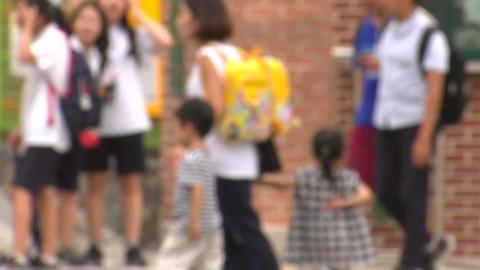 """""""아이 누가 돌보나""""...학교·유치원 휴업에 학부모 전전긍긍"""